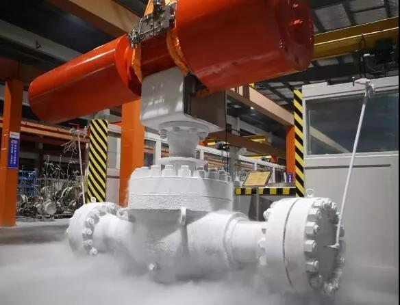 纽威大口径1500LB上装式气动超低温开关球阀顺利通过