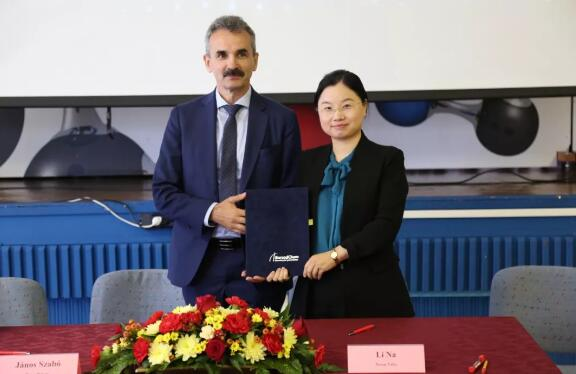 纽威与万华-博苏(匈牙利)签订战略合作协议